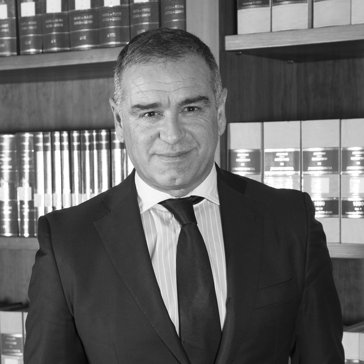Bufete Sempere Jaén, despacho de abogados en Elche (Alicante) cuenta con los servicios de Santos González Capilla como abogado en el área bancaria