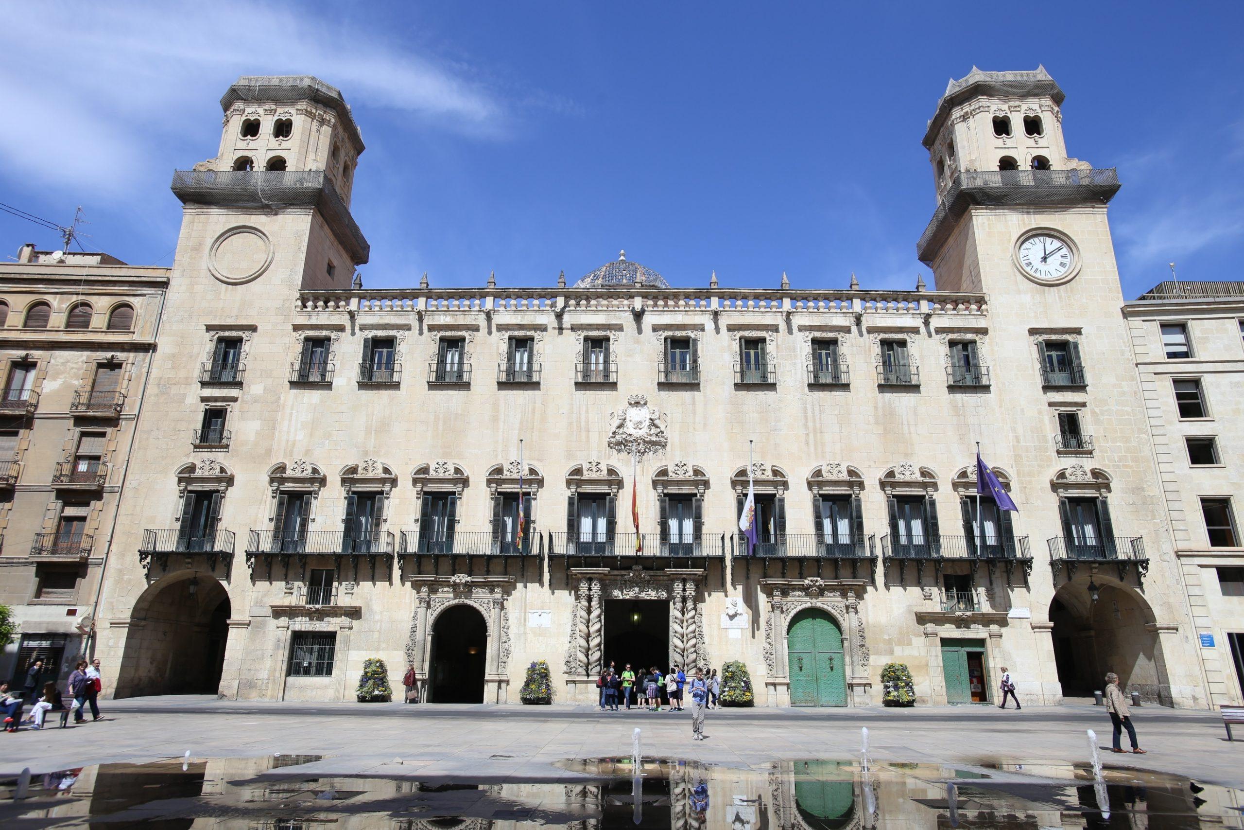 Una sentencia hace fija a una funcionaria en el Ayuntamiento de Alicante